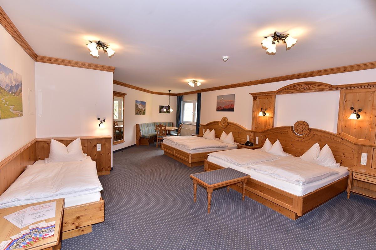 Fuenfbettzimmer Hotel Dinkelsbuehl