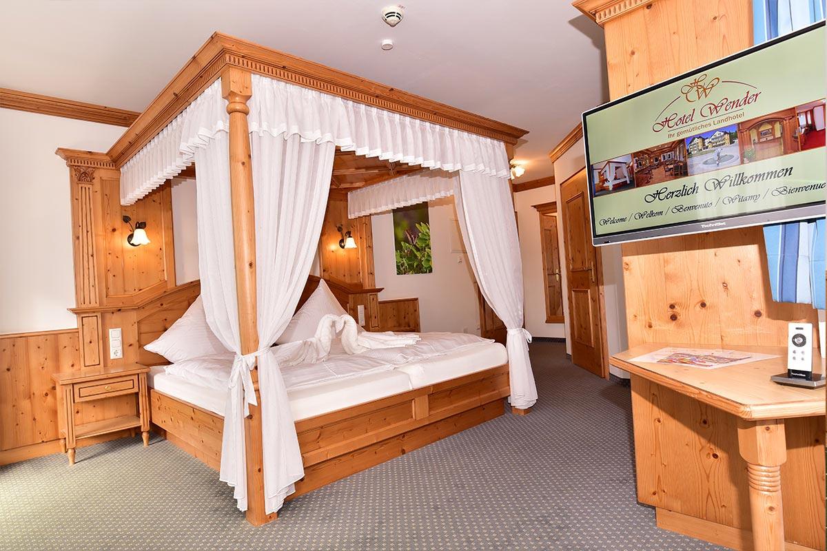 Zimmer Himmelbett Hotel Dinkelsbuehl