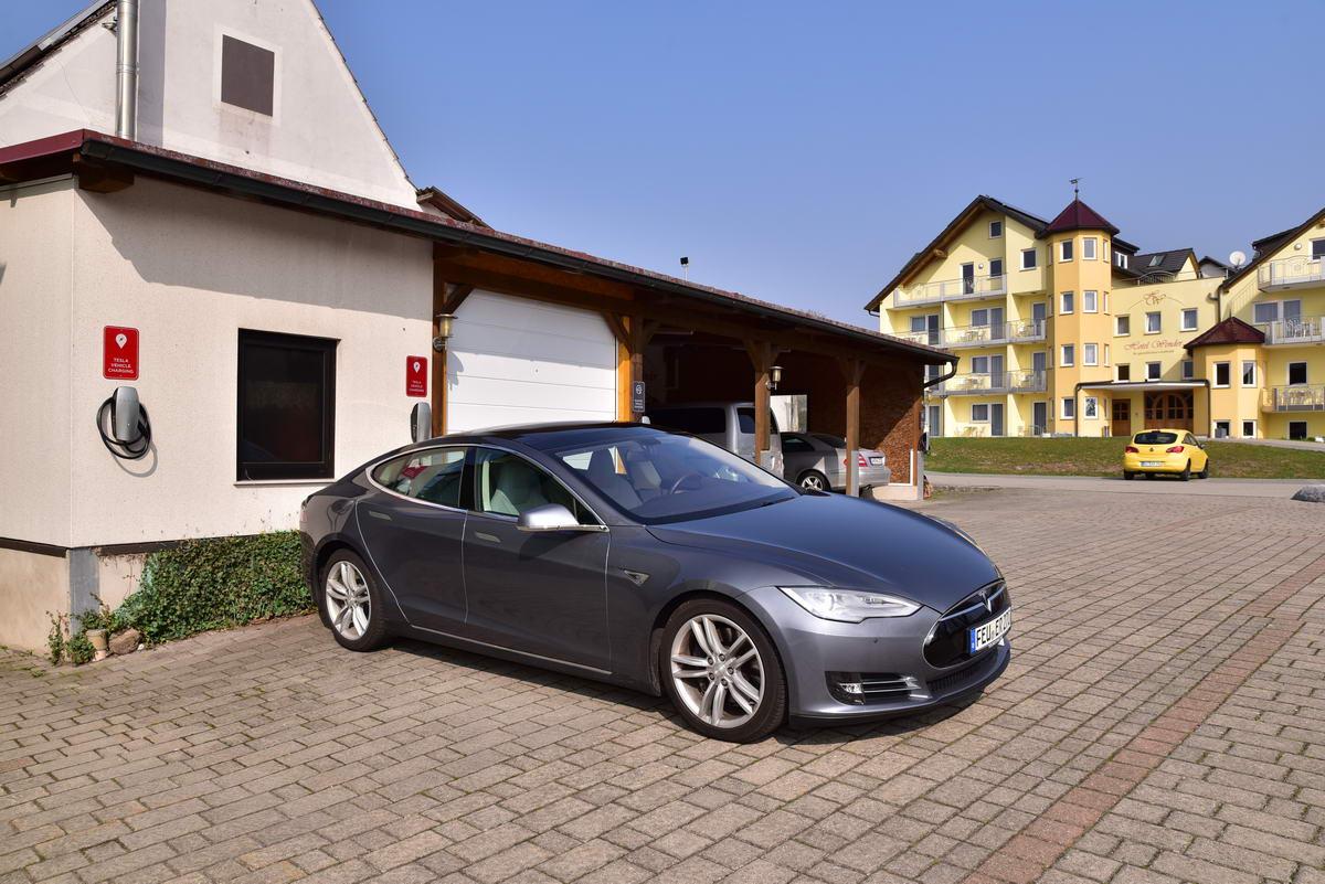 Tesla Destination Charger 4